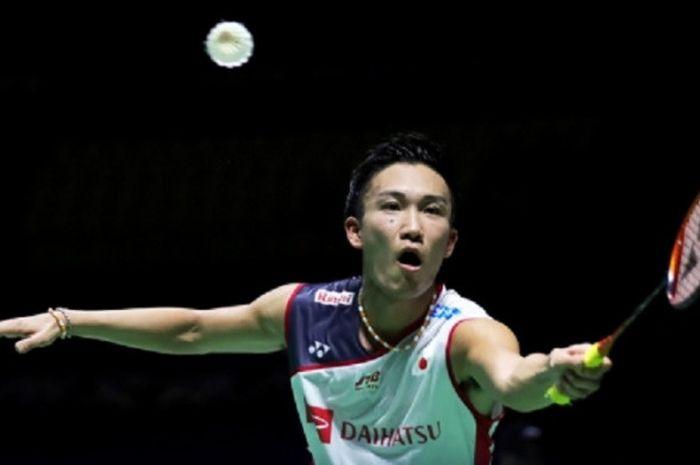 Pebulu tangkis tunggal putra Jepang, Kento Momota, pada BWF World Tour Finals 2018 di Guangzhou, China.