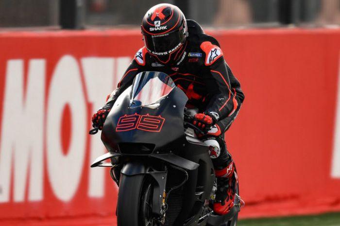 Jorge Lorenzo saat mengendarai motor Honda RC213V pada tes pramusim MotoGP 2019 di Sirkuit Ricardo Tormo, Valencia, Selasa (20/11/2018).