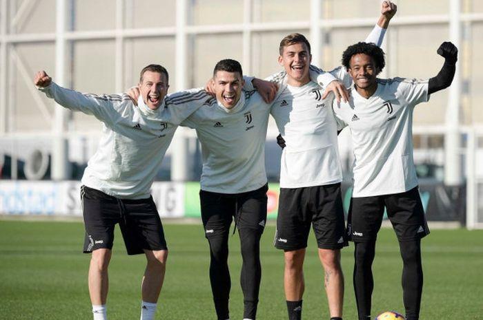 Pemain Juventus, Federico Bernardeschi, Cristiano Ronaldo, Paulo Dybala, dan Juan Cuadrado.