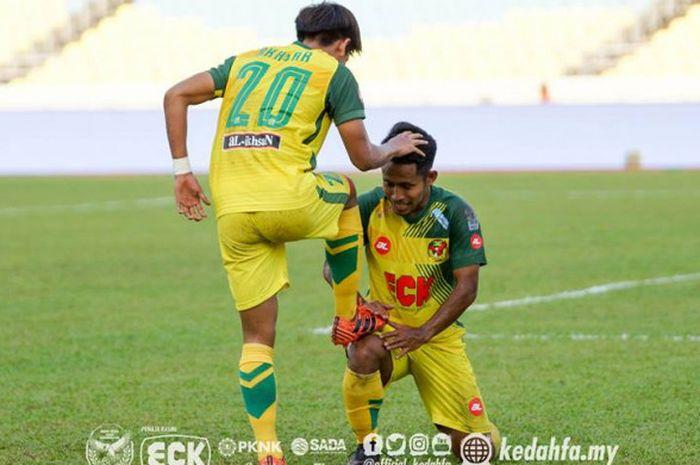 Selebrasi ala menyemir sepatu dilakukan dua pemain Kedah FA, Akhyar Rashid dan Andik Vermansah un
