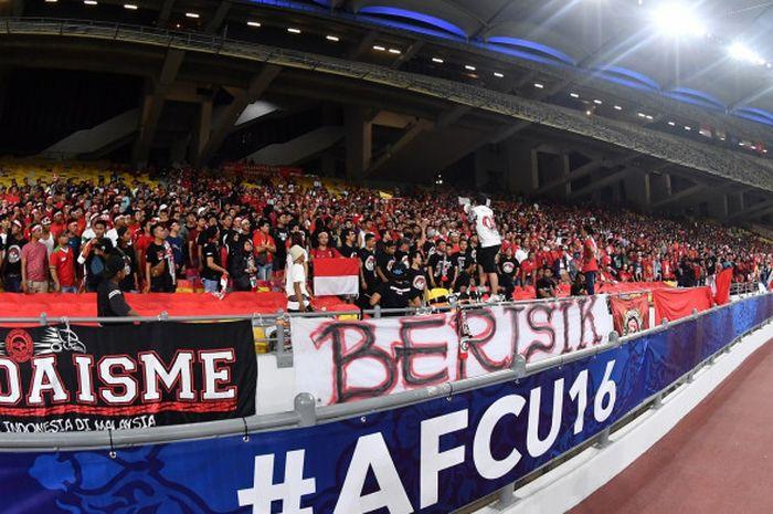 Suporter Indonesia di Stadion Bukit Jalil, jelang laga Timnas U-16 Indonesia vs Vietnam, 24 Septembe