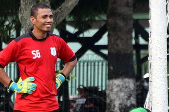 Pelatih kiper PSMS Medan, Sahari Gultom.