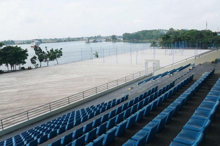 Tribune voli pantai di Kompleks Jakabaring Sport City, Palembang, Sumatera Selatan.