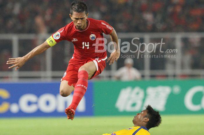 Aksi Ismed Sofyan saat laga Persija Jakarta kontra Tampines Rovers dalam ajang Piala AFC 2018 di Stadion Utama Gelora Bung Karno, Jakarta,  Rabu (28/2/2018).