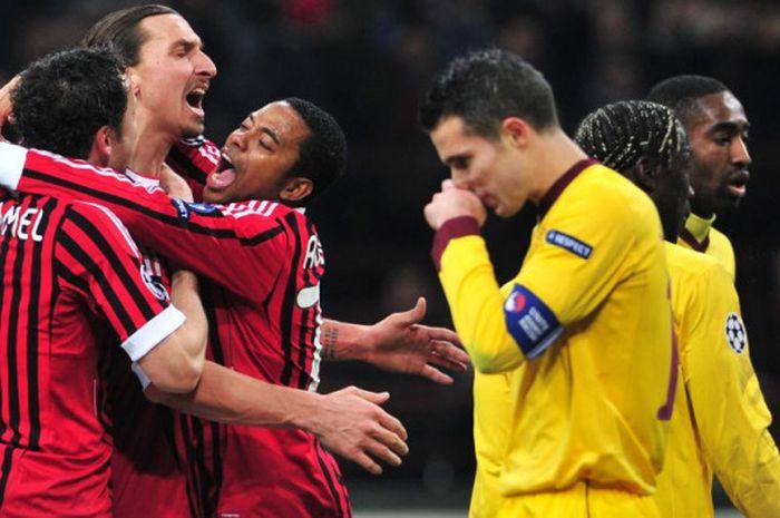 Para pemain AC MIlan, Mark van Bommel, Zlatan Ibrahimovic, dan Robinho merayakan gol ke gawang Arsenal sementara kapten The Gunners, Robin van Persie, berjalan melintas, pada laga leg 1 babak 16 besar Liga Champions di San Siro, Milan, 15 Februari 2012.