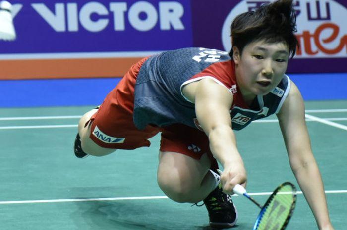 Pebulu tangkis tunggal putri Jepang, Akane Yamaguchi, saat menjalani laga melawan pemain tuan rumah, Chen Yufei, pada babak semifinal China Open 2018 di Changzhou, Sabtu (22/9/2018).