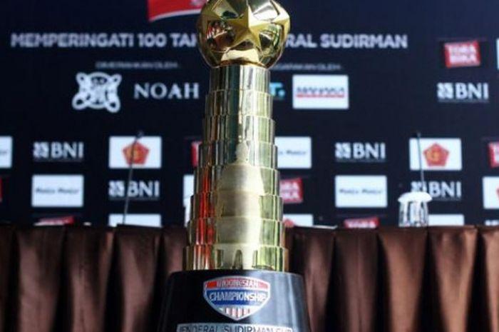 Piala Sudirman diambil dari nama tokoh Indonesia, Dick Sudirman.
