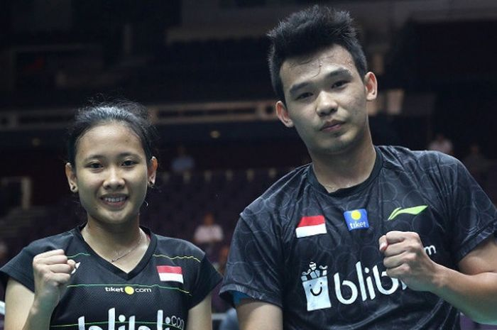 Pasangan ganda campuran Indonesia, Rinov Rivaldy/Pitha Haningtyas Mentari, berpose bersama.