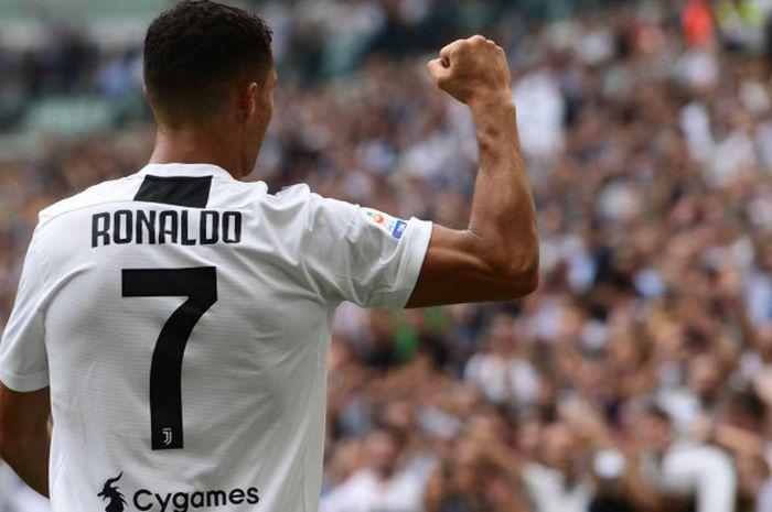 Penyerang Juventus, Cristiano Ronaldo, merayakan gol ke gawang Sassuolo dalam pertandingan Liga Italia, 16 September 2018 di Juventus Stadium, Turin.