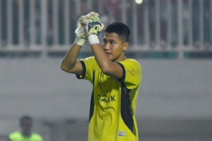 Kiper pelapis Persija Jakarta, Daryono, tampil memukau pada laga kontra Persipura Jayapura.