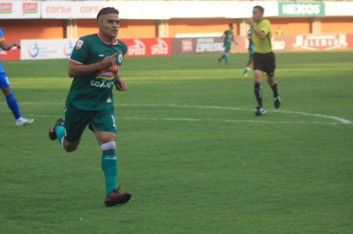 Penyerang PSS Sleman, Cristian Gonzales, sukses mencetak tiga gol ke gawang Persiraja Banda Aceh da