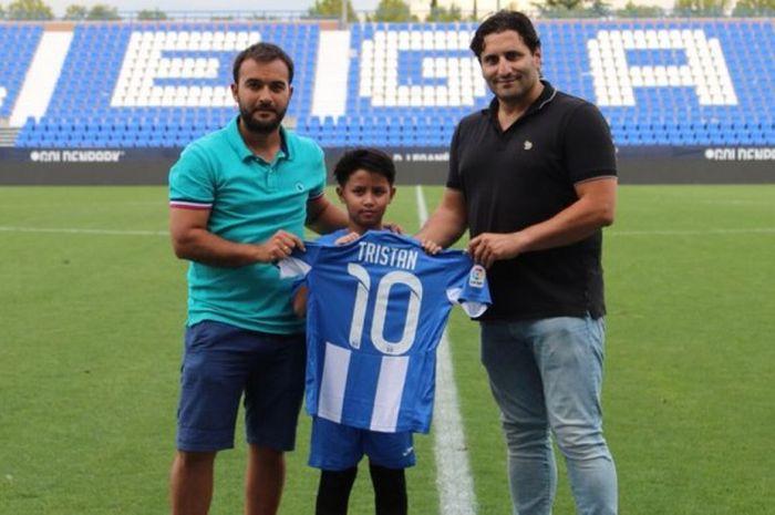 Tristan Alif (tengah) bersama Jorge Broto Benavente, Director Academy (kanan) dan Morris Pagniello,