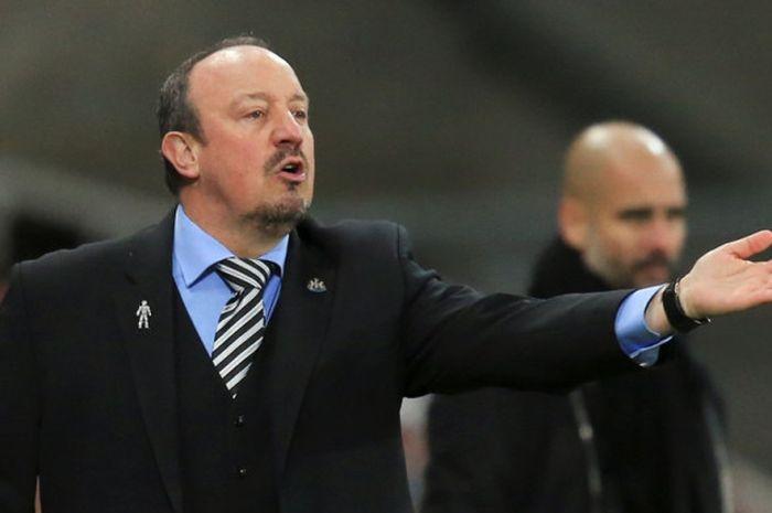 Reaksi pelatih Newcastle United, Rafael Benitez, dalam laga Liga Inggris kontra Manchester City di Stadion St. James' Park, Newcastle, pada 27 Desember 2017.