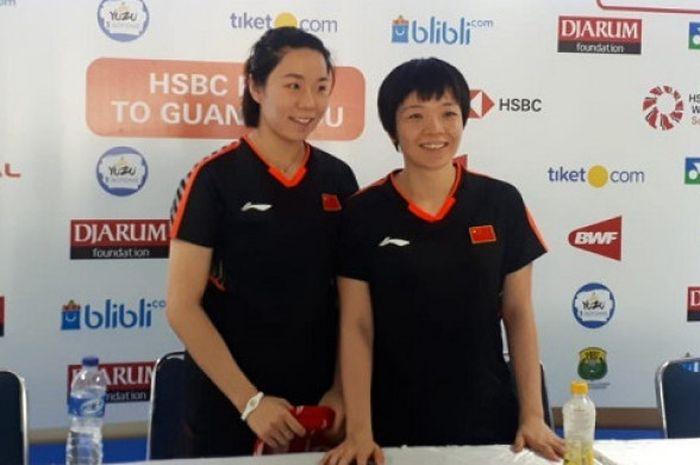 Ganda putri China, Jia Yifan (kiri) dan Chen Qingchen (kanan), saat menemui awak media usai melakoni