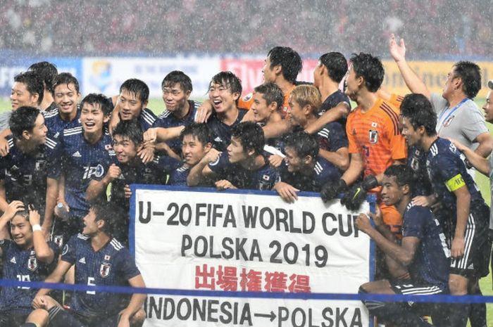 Timnas U-19 Jepang setelah laga melawan timnas U-19 Indonesia di perempat final Piala Asia U-19 2018, Minggu (28/10/2018).