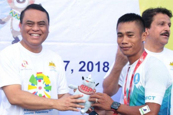 Chef de Mission (CdM) Indonesia untuk Asian Games 2018, Komjen (Pol) Syafruddin (kiri), menghadiri 2018 Asian Games OCA Fun Run yang diselenggarakan di tepi Sungai Mekong, Phnom Penh, Kamboja, Senin (7/5/2018) pagi.