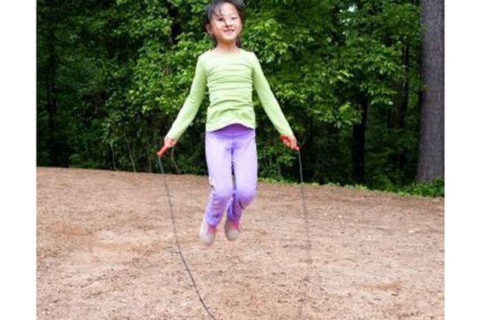 Lompat tali bisa menambah tinggi badan kita.