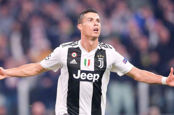 Megabintang Juventus, Cristiano Ronaldo, melakukan selebrasi seusai membobol Manchester United dalam laga Grup H Liga Champions di Stadion Allianz, Turin, Italia pada 7 November 2018.