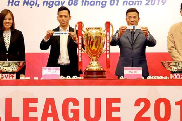 Federasi Sepak Bola Vietnam (VFF) mengumumkan penggunaan teknologi VAR pada konferensi pers di Hanoi, Selasa (8/1/2019).