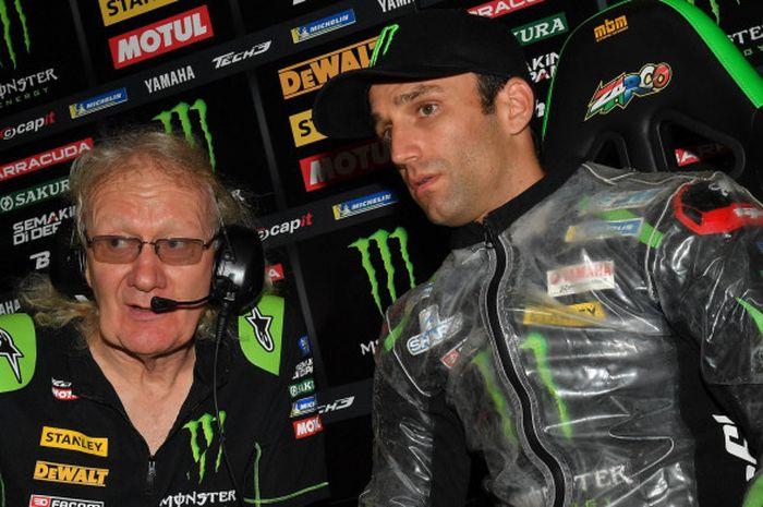 Pebalap Yamaha Tech3, Johann Zarco, berdiskusi dengan Kepala Kru Guy Coulon saat melakoni sesi latihan bebas kedua MotoGP Austria di Red Bull Ring, Austria, Jumat (10/8/2018).