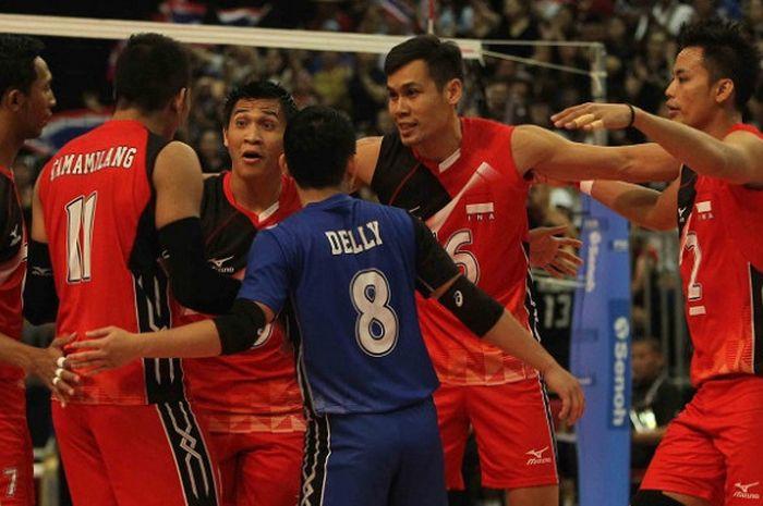 Timnas bola voli putra nasional beraksi pada final SEA Games 2017. Indonesia dikalahkan Thailand dengan 1-3 (16-25, 22-25, 25-20, 20-25)   di Hall 1 MITEC, Kuala Lumpur, Minggu (27/8/2017).