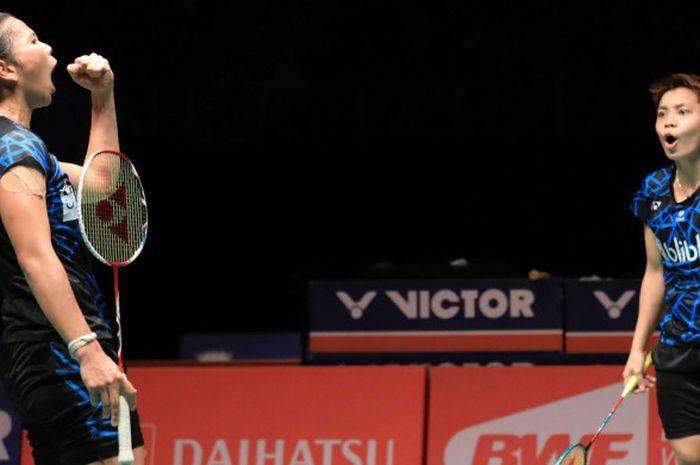 Pasangan ganda putri nasional Indonesia, Greysia Polii/Apriyani Rahayu, melakukan selebrasi seusai memastikan kemenangan atasvMisaki Matsutomo/Ayaka Takahashi (Jepang) pada laga semifinal Malaysia Masters 2019 di Axiata Arena, Bukit Jalil, Kuala Lumpur, Malaysia, Sabtu (19/1/2019).