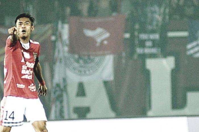 Kapten dan gelandang Bali United, Fadhil Sausu, saat melawan Persipura di Stadion Kapten I Wayan Di
