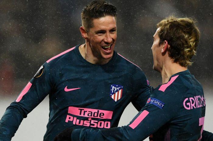 Selebrasi striker Atletico Madrid, Fernando Torres (kiri), bersama Antoine Griezmann setelah mencetak gol ke gawang Lokomotiv Moskva dalam laga leg 2 babak 16 besar Liga Europa di Stadion RZD Arena, Moskow, Rusia, pada Kamis (15/3/2018).