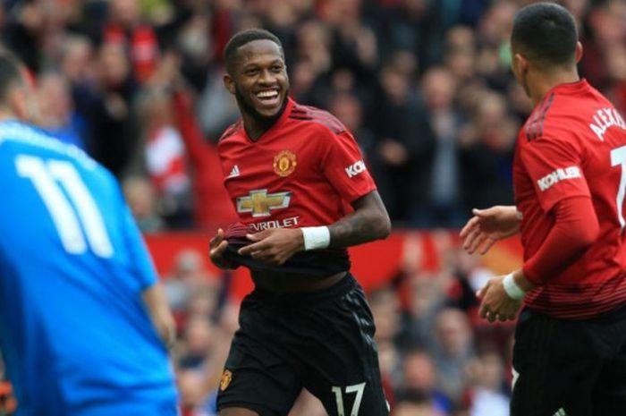 Fred (kiri) merayakan golnya untuk Manchester United ke gawang Wolverhampton Wanderers dalam partai