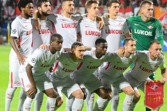 Para pemain Spartak Moskva berpose sebelum laga fase grup Liga Champions kontra NK Maribor di Stadium Ljudski vrt di Maribor, Slovenia, pada 13 September 2017.