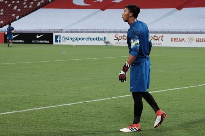 Kiper timnas U-23 Indonesia, Awan Setho saat melawan timnas U-23 Singapura di Stadion Nasional, Singapura, Rabu (21/3/2018).