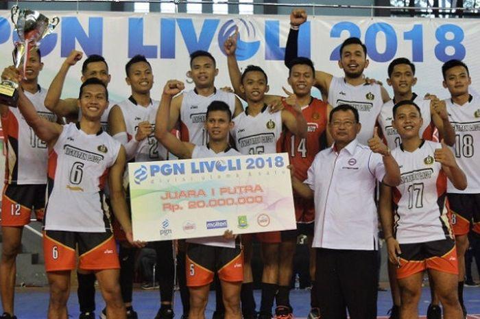 Tim putra TNI AL berpose setelah memastikan diri sebagai juara Livoli Divisi 1 di GOR Dimyati, Tangerang, Minggu (18/11/2018).