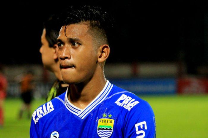 Indra Mustafa, bek muda Persib Bandung asal Bogor yang punya spesialisasi throw in jarak jauh.