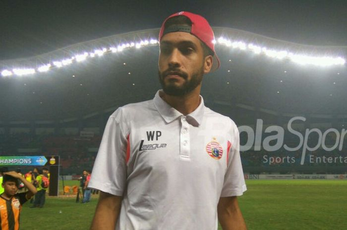 Bek Persija Jakarta, Willian Pacheco, tak bisa memastikan tetap bersama tim ibu kota musim depan.