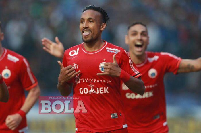 Gelandang Persija Jakarta, Rohit Chand, merayakan gol ke gawang Persib Bandung pada laga Liga