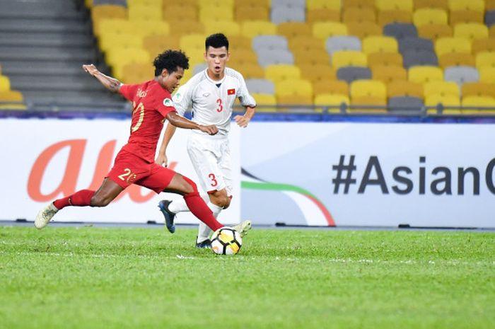 Bagus Kahfi mencoba melepas tembakan pada pertandingan Timnas U-16 Indonesia vs Vietnam di Stadion Bukit Jalil, 24 September 2018.