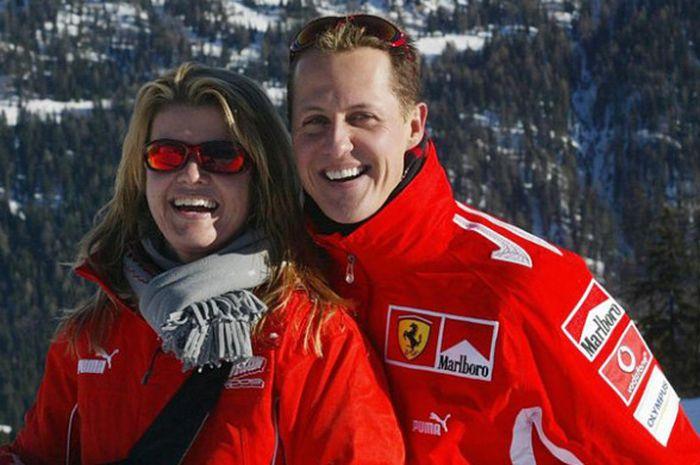 Michael Schumacher dan sang Istri saat berlibur pada tahun 2005.
