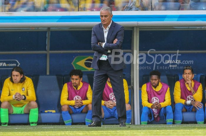 Pelatih timnas Brasil, Tite, saat laga  penyisihan Grup E Piala Dunia 2018 di Stadion Petersburg, S