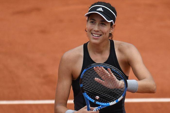 Petenis tunggal putri Spanyol, Garbine Muguruza, melakukan selebrasi setelah mengalahkan Maria Sharapova (Rusia) pada babak perempat final turnamen Roland Garros 2018.