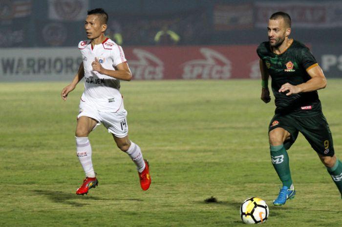 Gelandang asing PS Tira, Aleksandar Rakic saat lawan Persija Jakarta.