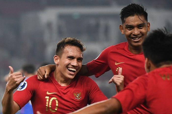 Pemain timnas U-19 Indonesia, Egy Maulana Vikri, melakukan selebrasi seusai mencetak gol ke gawang timnas U-19 Taiwan dalam Piala Asia U-19 2018.