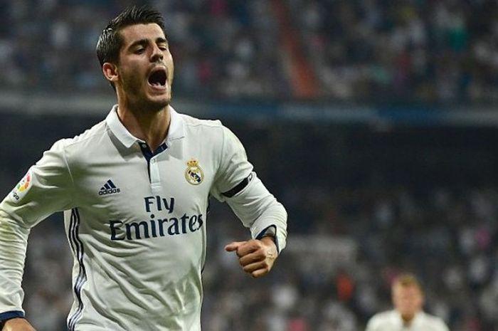 Aksi selebrasi penyerang Real Madrid, Alvaro Morata, selepas menjebol gawang Celta de Vigo di Santiago Bernabeu, Madrid, 27 Agustus 2016.