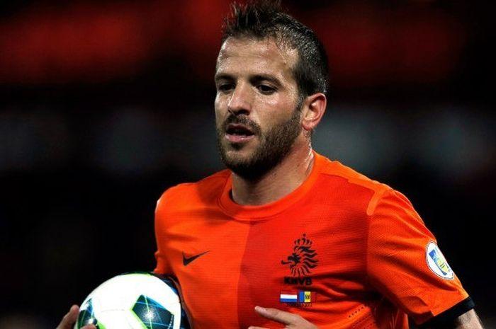 Rafael van der Vaart saat membela timnas Belanda dalam laga kontra ANdora, 12 Oktober 2012