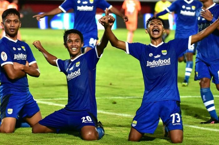 Sejumlah pemain Persib Bandung U-19 selebrasi setelah berhasil menjuarai Liga 1 U-19 2018.