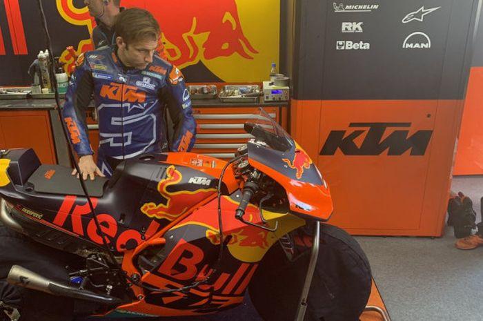 Johann Zarco saat menjajal motor KTM RC16 pada tes IRTA di Sirkuit Ricardo Tormo, Valencia, Selasa (20/11/2018).