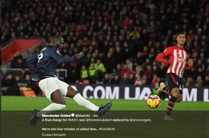 Striker Manchester United, Romelu Lukaku, beraksi dalam laga pekan ke-14 Liga Inggris melawan Southampton, Minggu (2/12/2018) dini hari WIB di St' Mary's Stadium.
