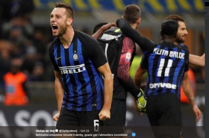 Pemain belakang Inter Milan, Stefan de Vrij, dalam laga Liga Italia pekan kesembilan Liga Italia, melawan AC Milan pada 21 Oktober 2018.