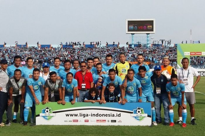 Sesi foto Persela Lamongan sebelum laga menjamu Persib Bandung pada pekan ke-33 Liga 1 2018 di Stadion Surajaya, Lamongan, Sabtu (1/12/2018).
