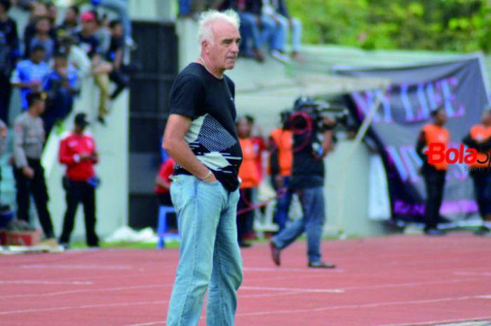 Pelatih Persib Bandung, Roberto Carlos Mario Gomez saat laga melawan PSIS Semarang di Stadion Moch S