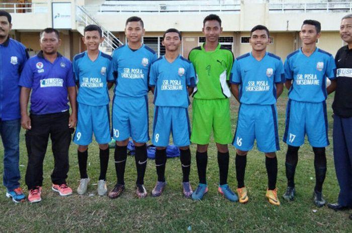 Dari kanan ke kiri: Drs. Ishaq Rizal, M.Si (Presiden Klub Posila/Ketua Umum BLiSPI Aceh),  Subhan Fajri (sayap kiri), Revi Ajral Saputra (stoper), Alvin Nafis (kiper), Muhammad Rafikurrazi (gelandang), M. Hafiz Ramadhan (penyerang), Rahmad Riski Kopral (tengah), Syamsul Bahri (pelatih), Fadli (manager tim).